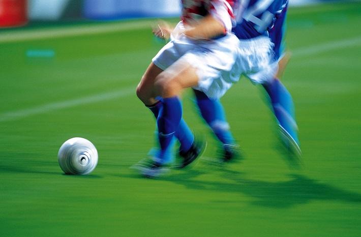 Fussballspieler im Zweikampf